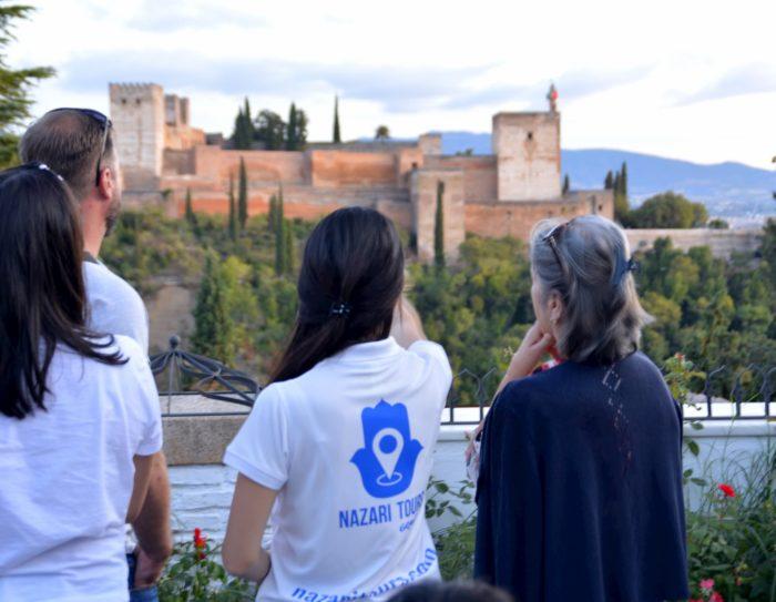 Increíbles vistas a la Alhambra desde la Mezquita del Albaicín