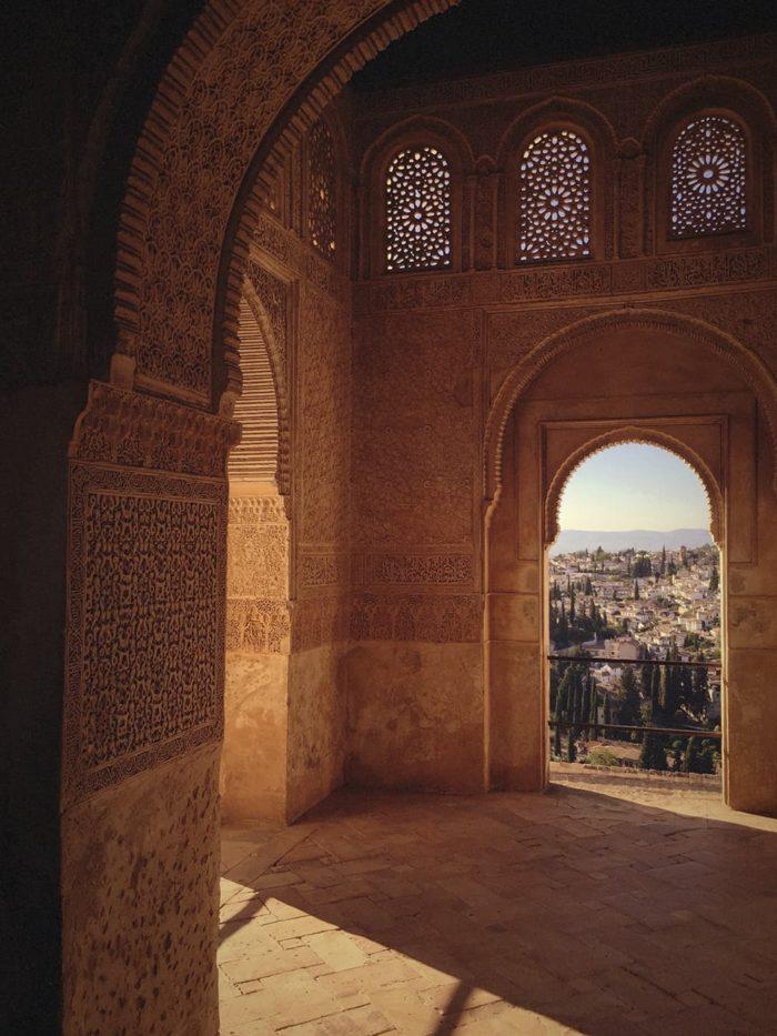 Interior de las torres y palacios de la Alhambra de Granada