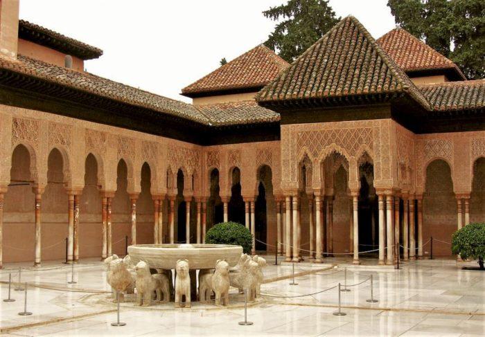 Patio de los Leones de la Alhambra de Granada
